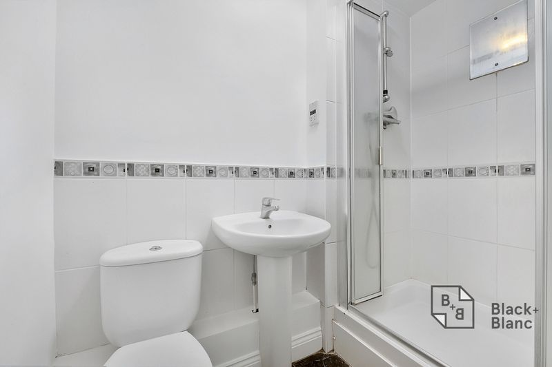 2 bed flat to rent in East India Way  - Property Image 7