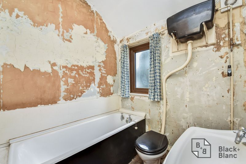 2 bed house for sale in Thornton Road  - Property Image 5