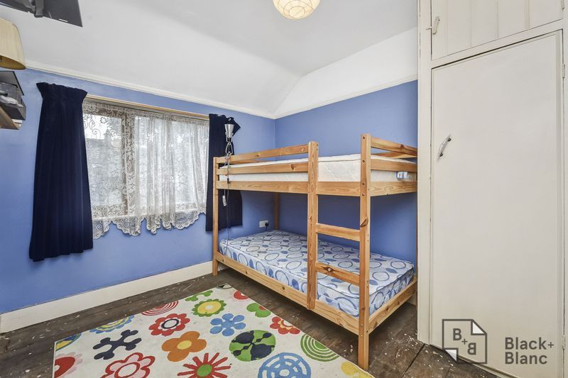 2 bed house for sale in Thornton Road 6