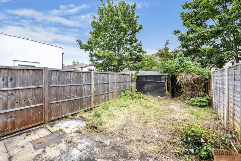 2 bed house for sale in Thornton Road 7