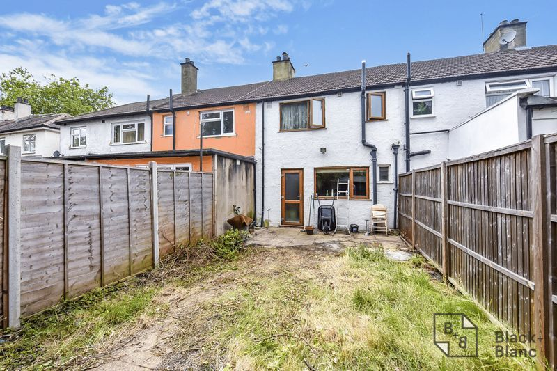 2 bed house for sale in Thornton Road 8