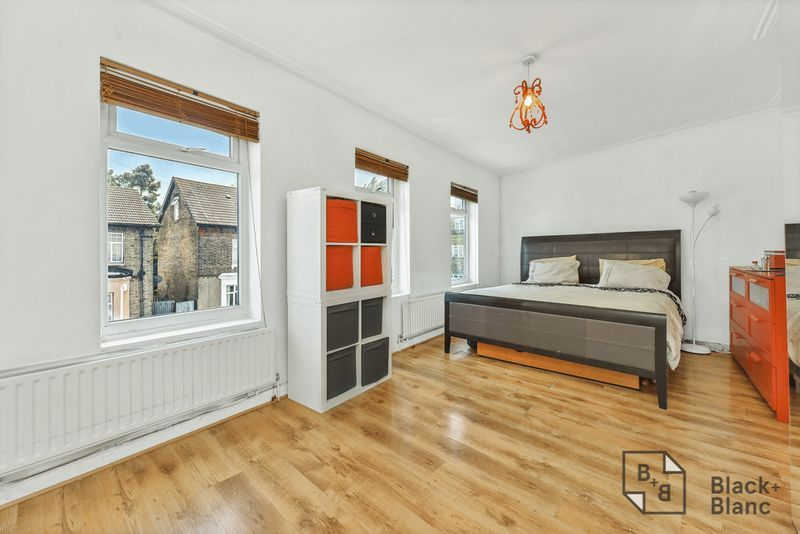 2 bed flat for sale in Hurlstone Road, SE25