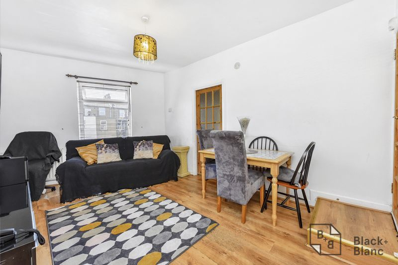 2 bed flat for sale in Hurlstone Road 2