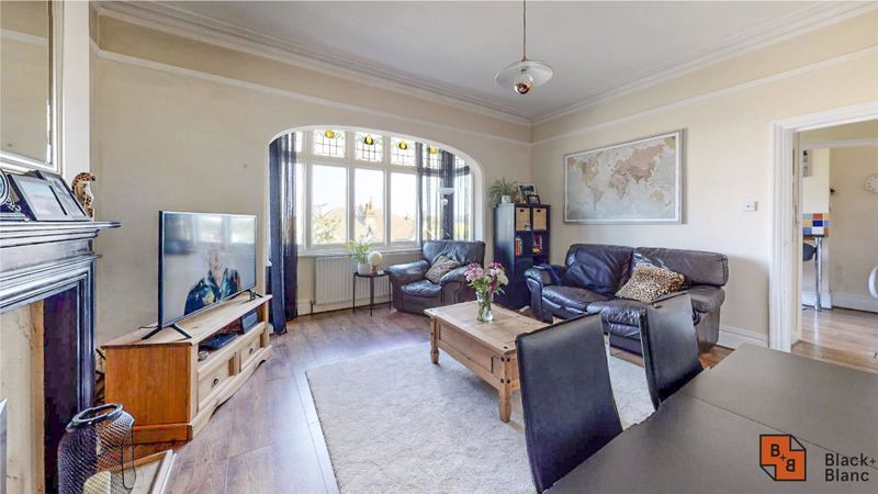 2 bed flat for sale in St. Augustines Avenue  - Property Image 3