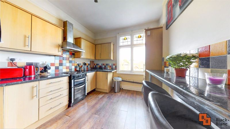 2 bed flat for sale in St. Augustines Avenue  - Property Image 4