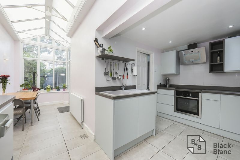 3 bed house to rent in Davidson Road  - Property Image 1
