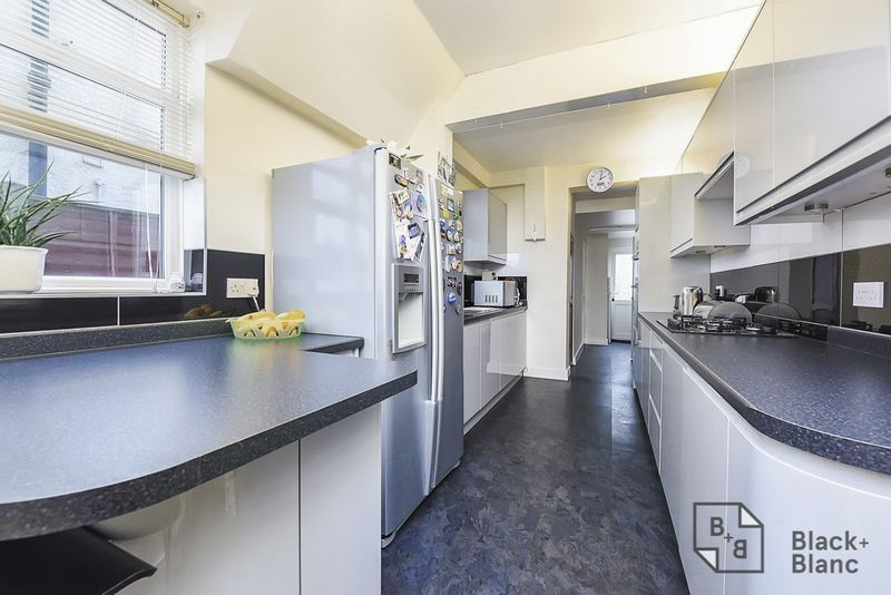 4 bed house for sale in Morland Road  - Property Image 3