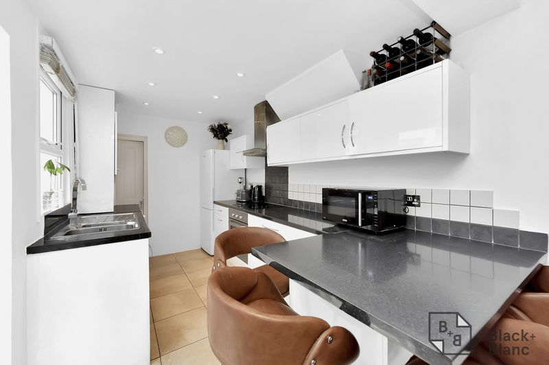 3 bed house for sale in Leslie Grove 2