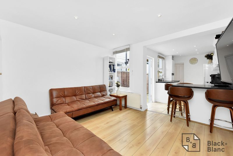 3 bed house for sale in Leslie Grove  - Property Image 3