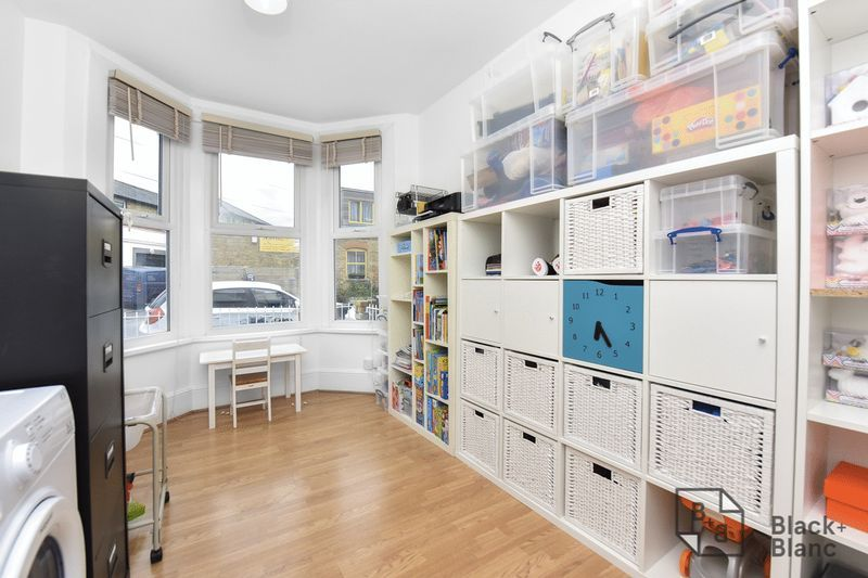 3 bed house for sale in Leslie Grove  - Property Image 4