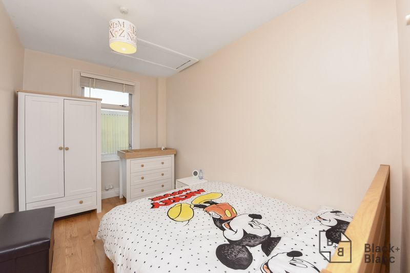 3 bed house for sale in Leslie Grove 6