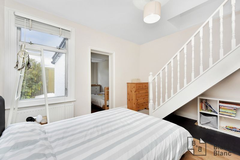 3 bed house for sale in Leslie Grove  - Property Image 8