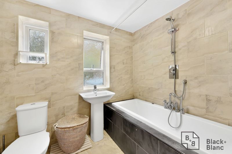 3 bed house for sale in Leslie Grove 9