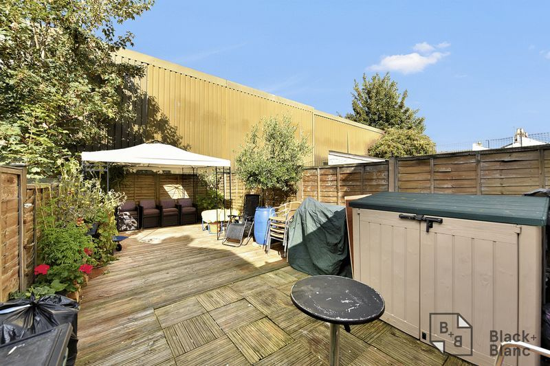 3 bed house for sale in Leslie Grove  - Property Image 10