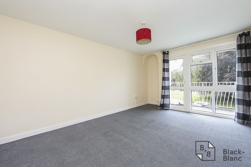 2 bed flat for sale in Lodge Lane  - Property Image 1