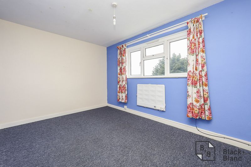 2 bed flat for sale in Lodge Lane  - Property Image 5