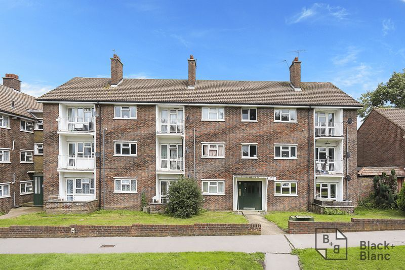 2 bed flat for sale in Lodge Lane 8