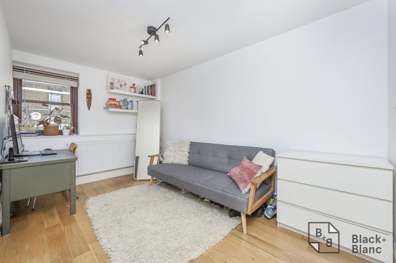 2 bed flat for sale in London Road 3