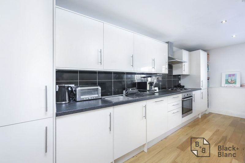2 bed flat for sale in London Road 4