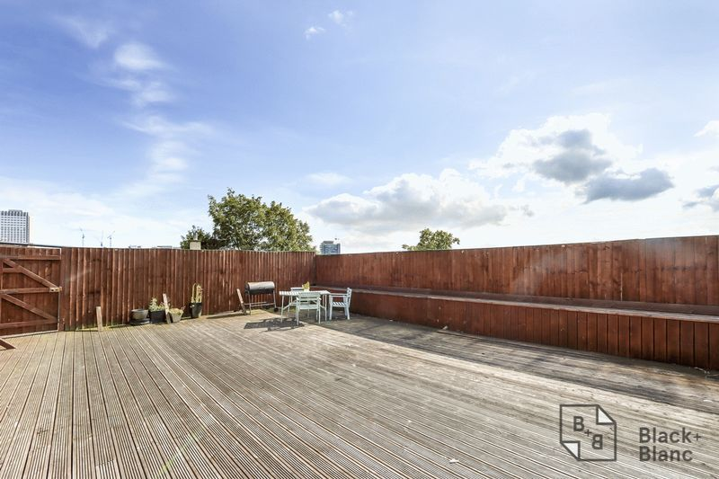 2 bed flat for sale in London Road  - Property Image 7