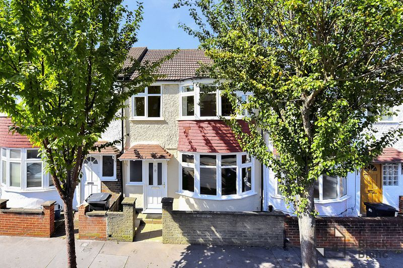3 bed house for sale in Addiscombe Court Road 1