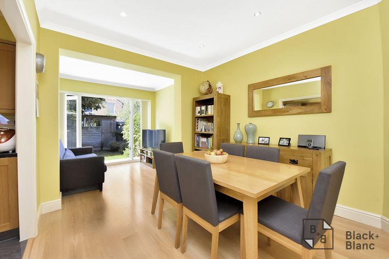 3 bed house for sale in Addiscombe Court Road 2