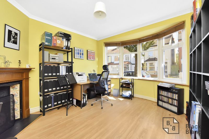3 bed house for sale in Addiscombe Court Road 3