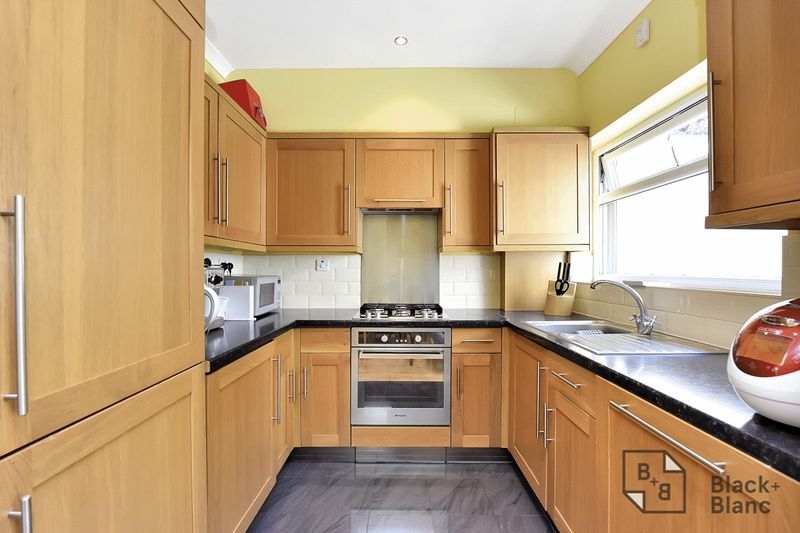 3 bed house for sale in Addiscombe Court Road 4