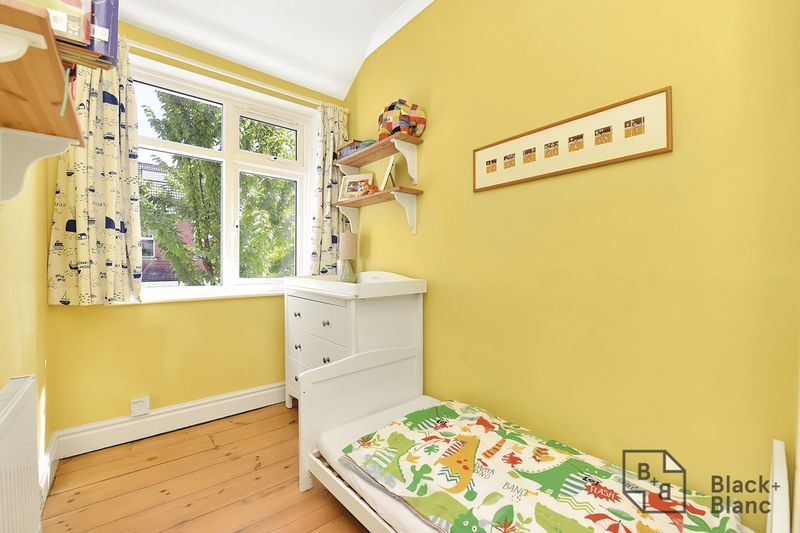 3 bed house for sale in Addiscombe Court Road 8