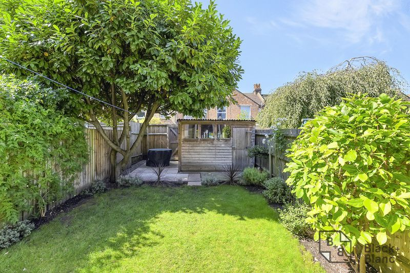 3 bed house for sale in Addiscombe Court Road 9