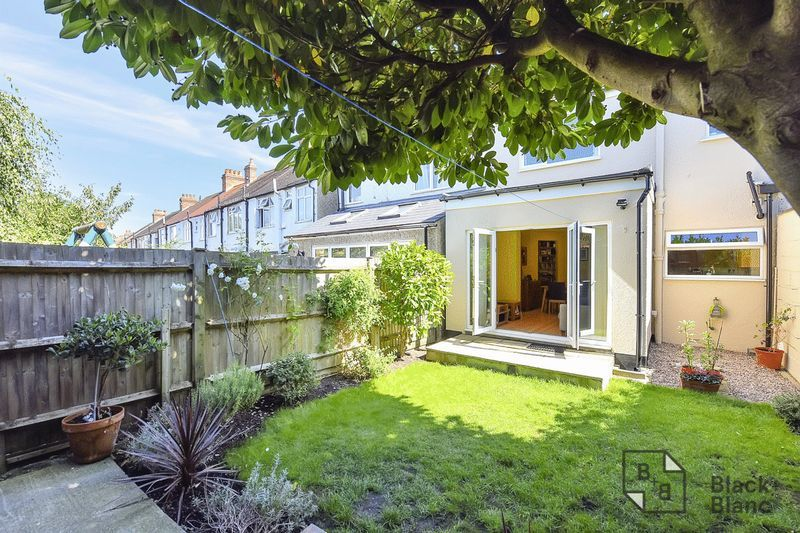 3 bed house for sale in Addiscombe Court Road 10