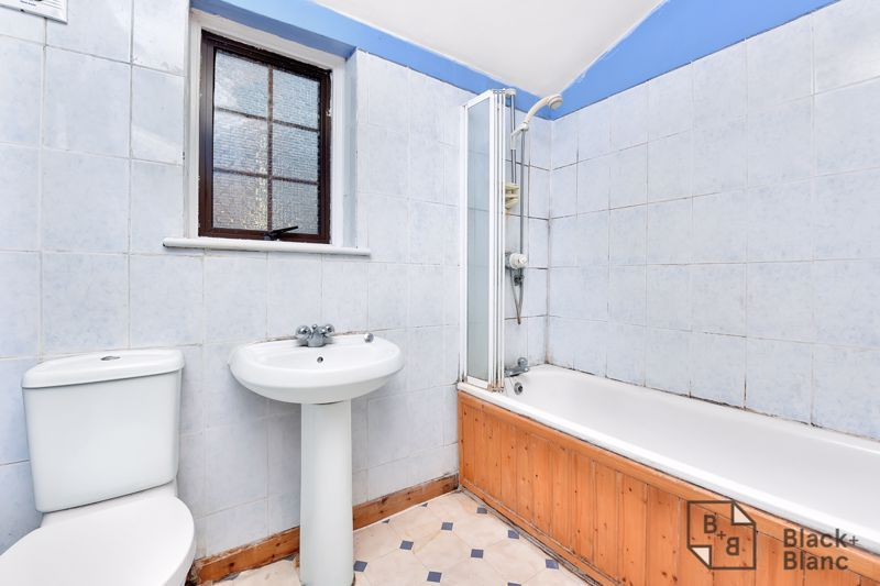3 bed house for sale in Greenside Road 5