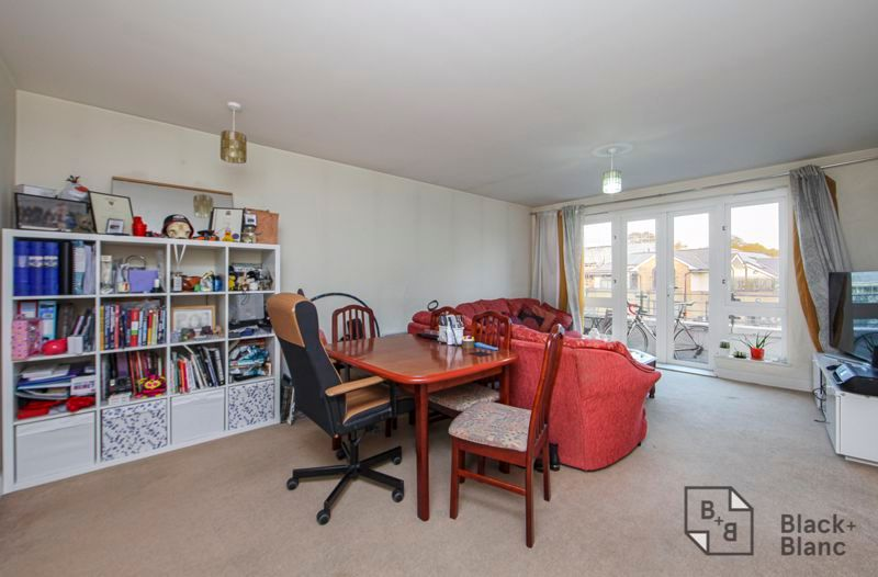 1 bed flat for sale in 82 Park Lane 2