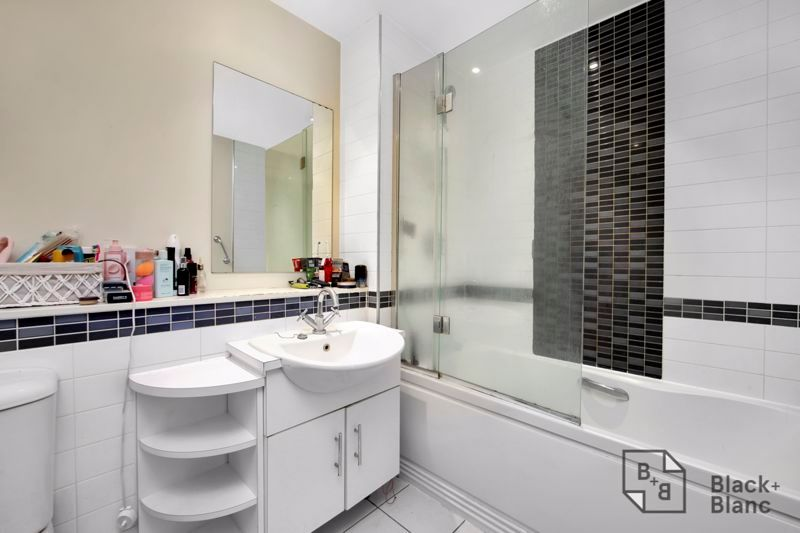 1 bed flat for sale in 82 Park Lane 6