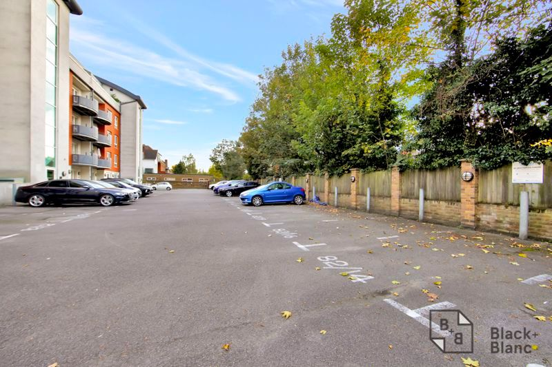 1 bed flat for sale in 82 Park Lane 7
