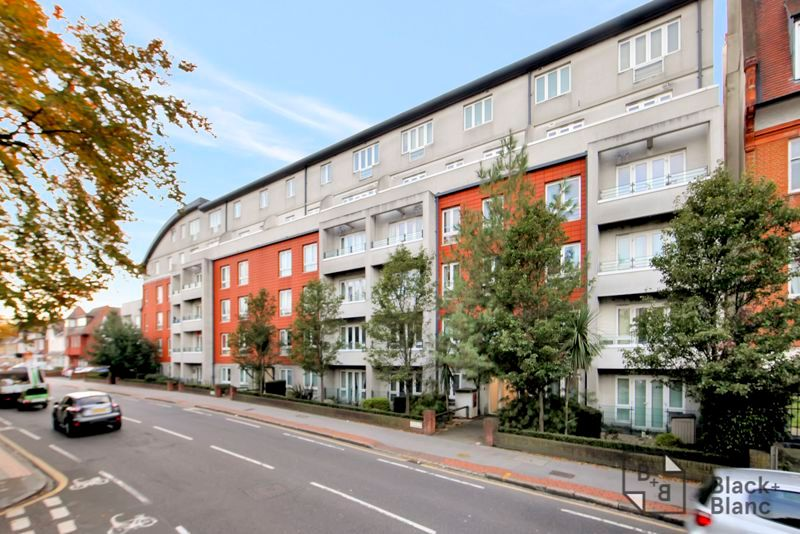 1 bed flat for sale in 82 Park Lane 8