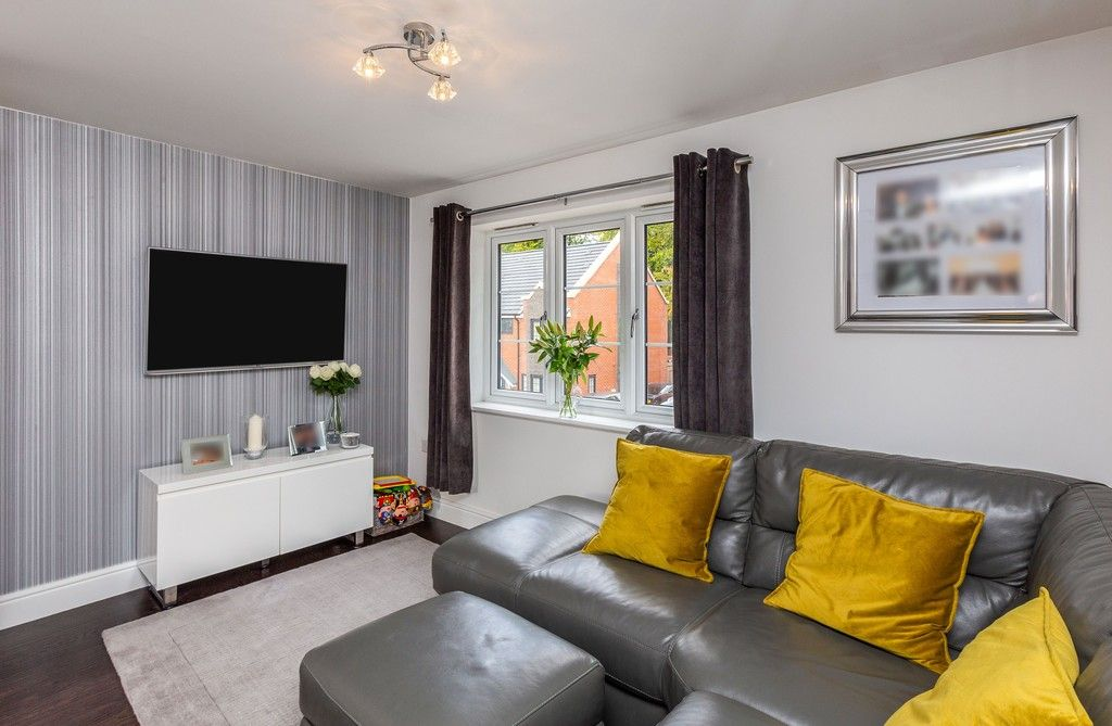 2 bed flat for sale in Eaker Street, High Wycombe 2