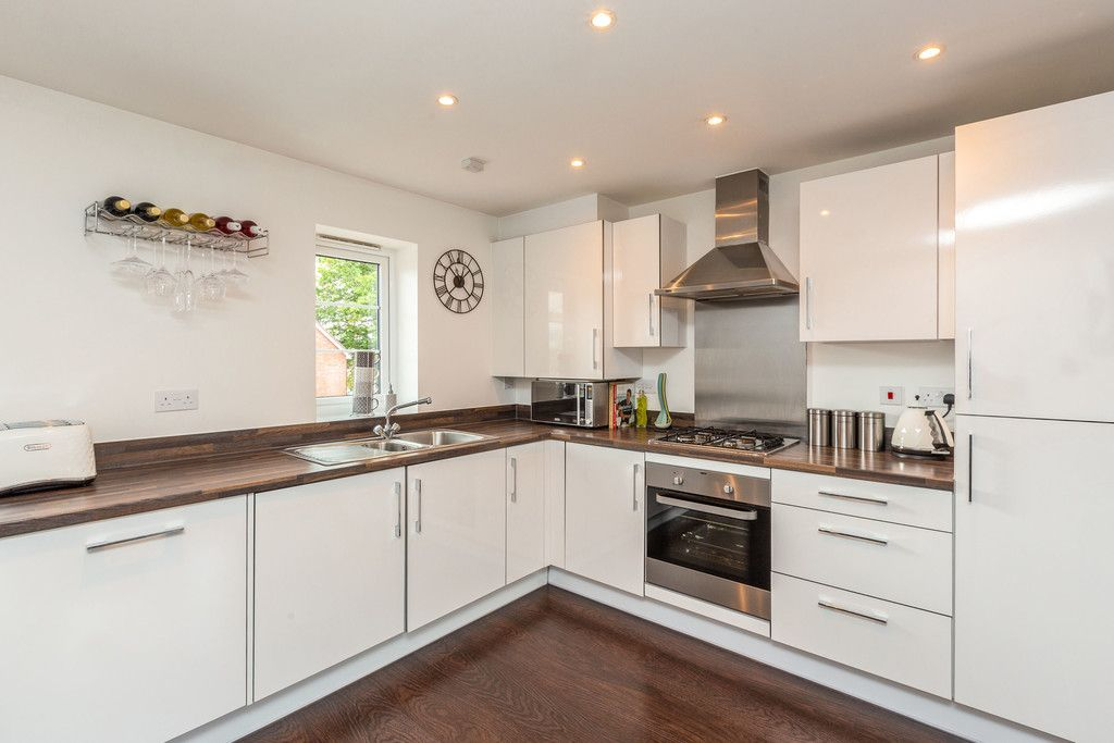 2 bed flat for sale in Eaker Street, High Wycombe  - Property Image 3