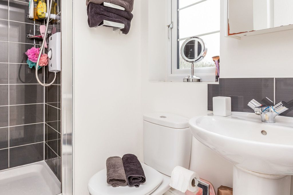 2 bed flat for sale in Eaker Street, High Wycombe  - Property Image 4