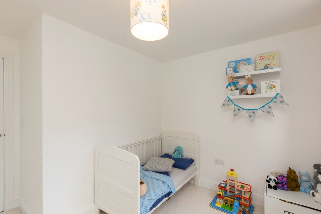 2 bed flat for sale in Eaker Street, High Wycombe  - Property Image 5