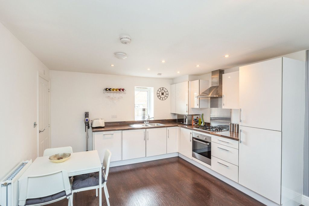 2 bed flat for sale in Eaker Street, High Wycombe  - Property Image 6