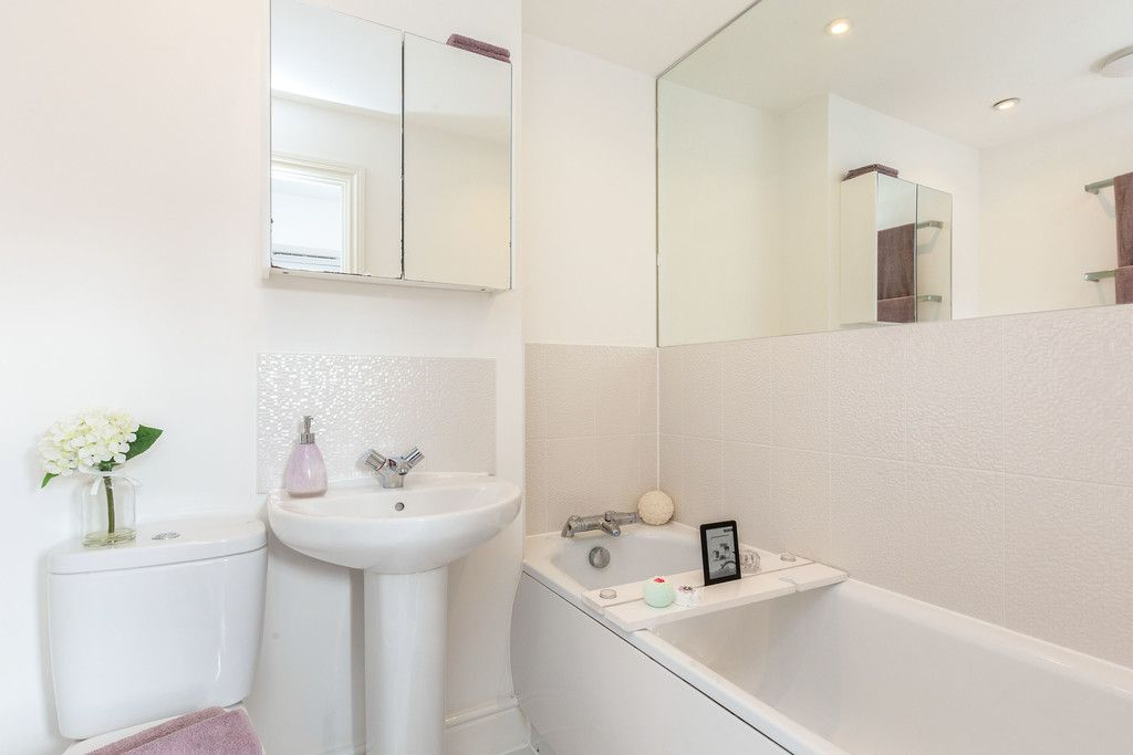 2 bed flat for sale in Eaker Street, High Wycombe  - Property Image 9