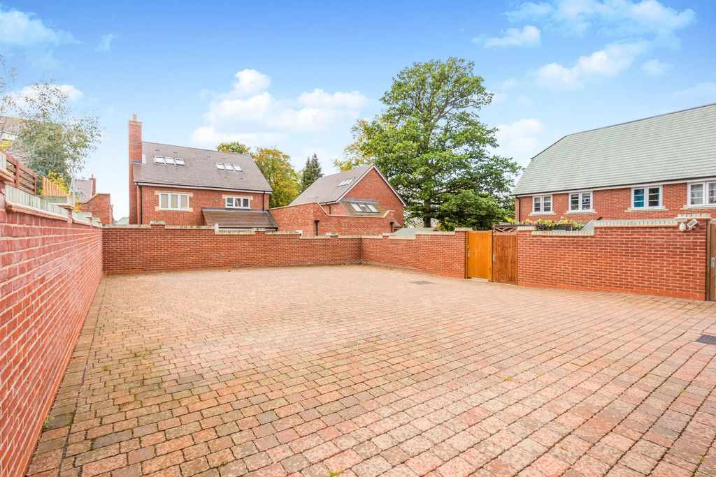 2 bed flat for sale in Eaker Street, High Wycombe  - Property Image 10