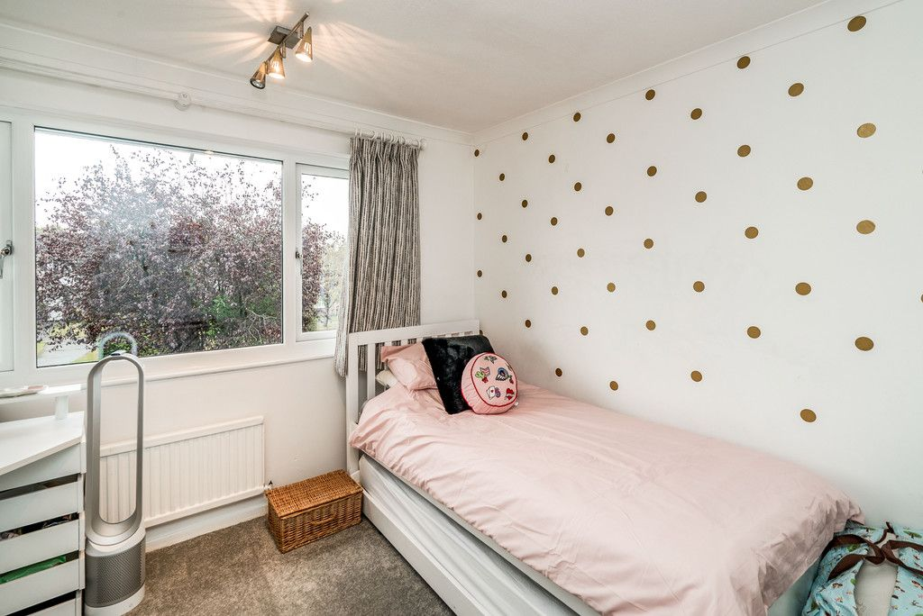 3 bed house for sale in Hawthorn Crescent, Hazlemere  - Property Image 13