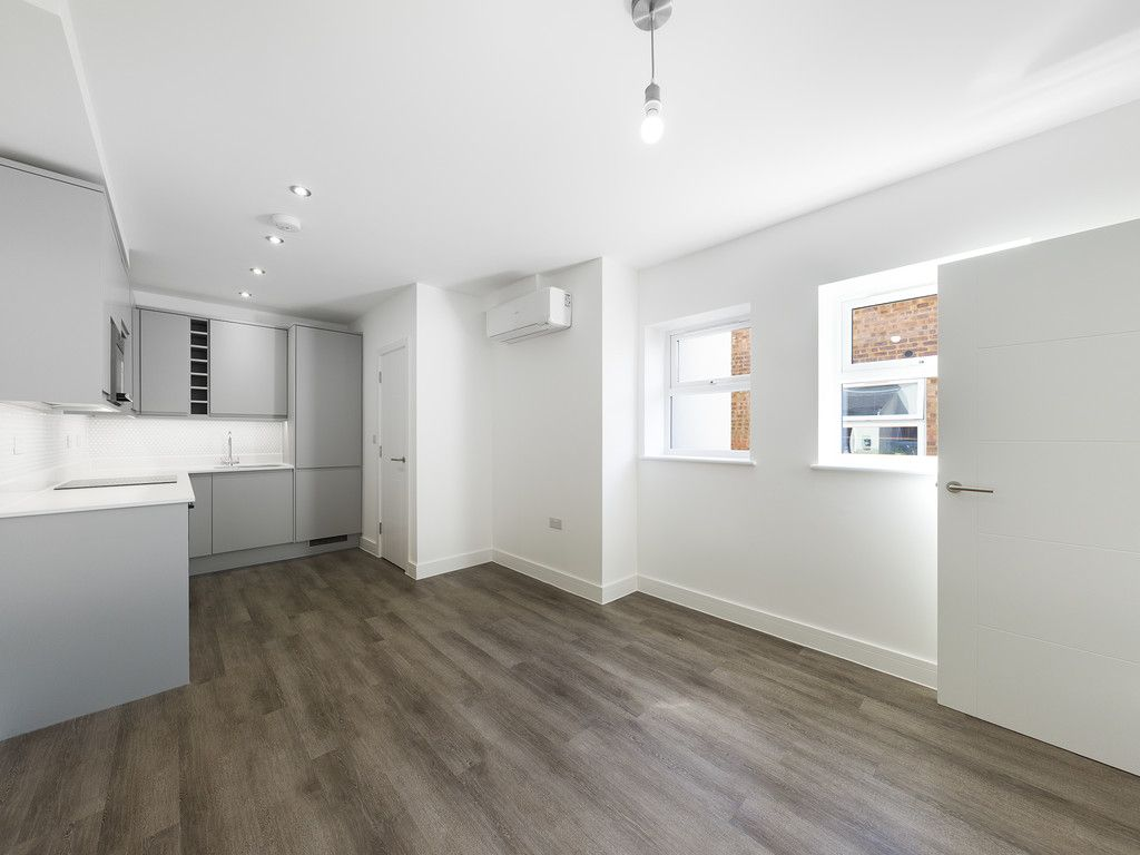 1 bed flat for sale in Hughenden Road, High Wycombe 3