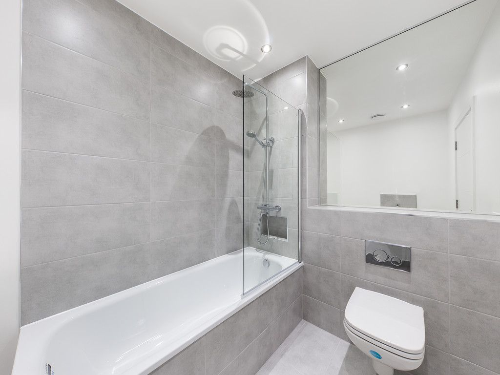 1 bed flat for sale in Hughenden Road, High Wycombe 4