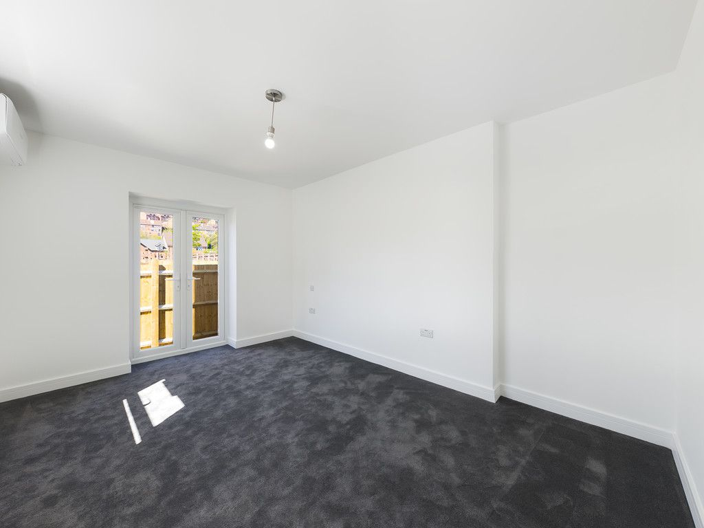 1 bed flat for sale in Hughenden Road, High Wycombe 5