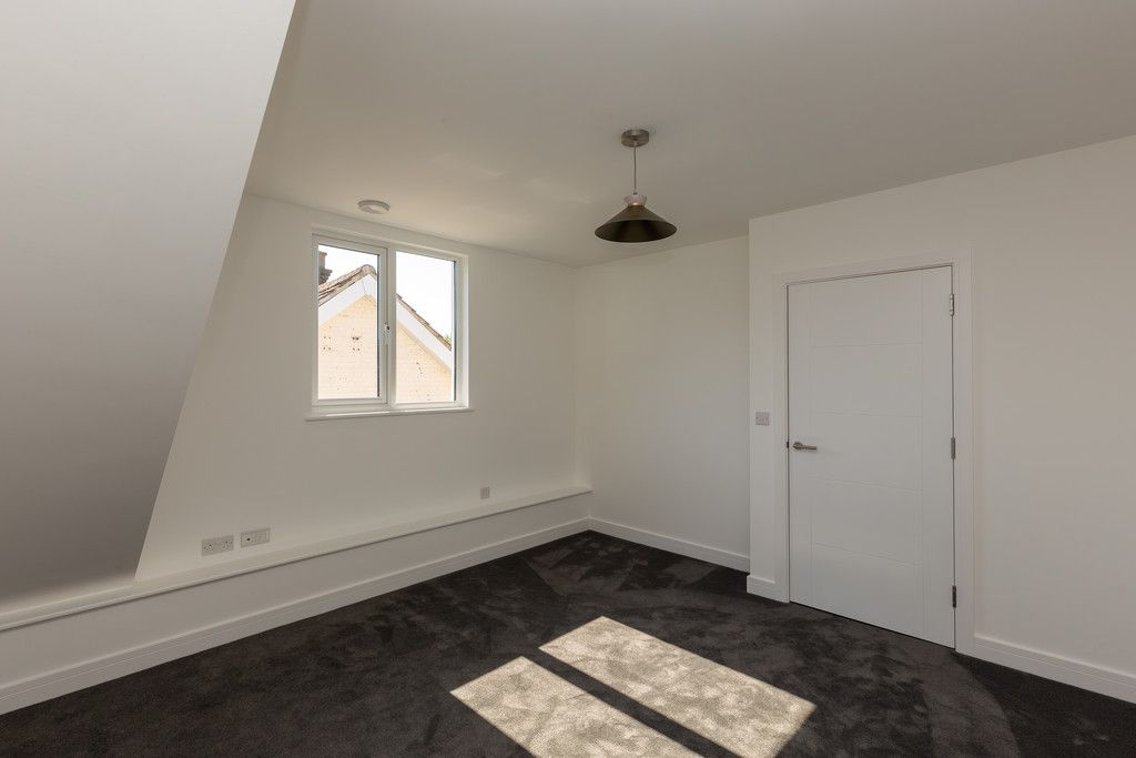 2 bed flat for sale in Hughenden Road, High Wycombe  - Property Image 11