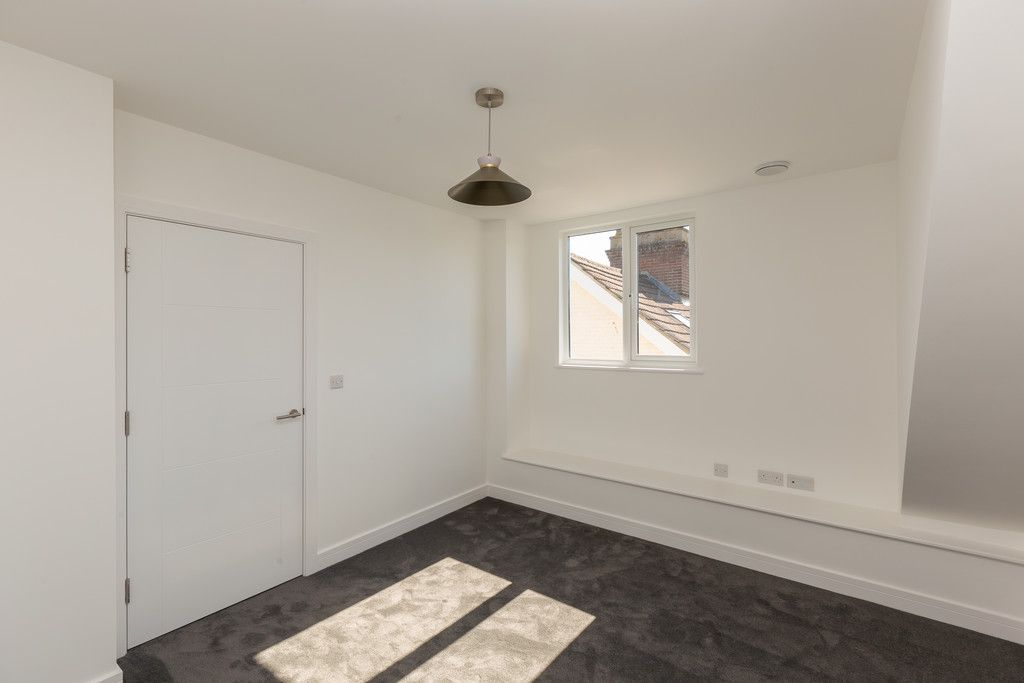 2 bed flat for sale in Hughenden Road, High Wycombe  - Property Image 12