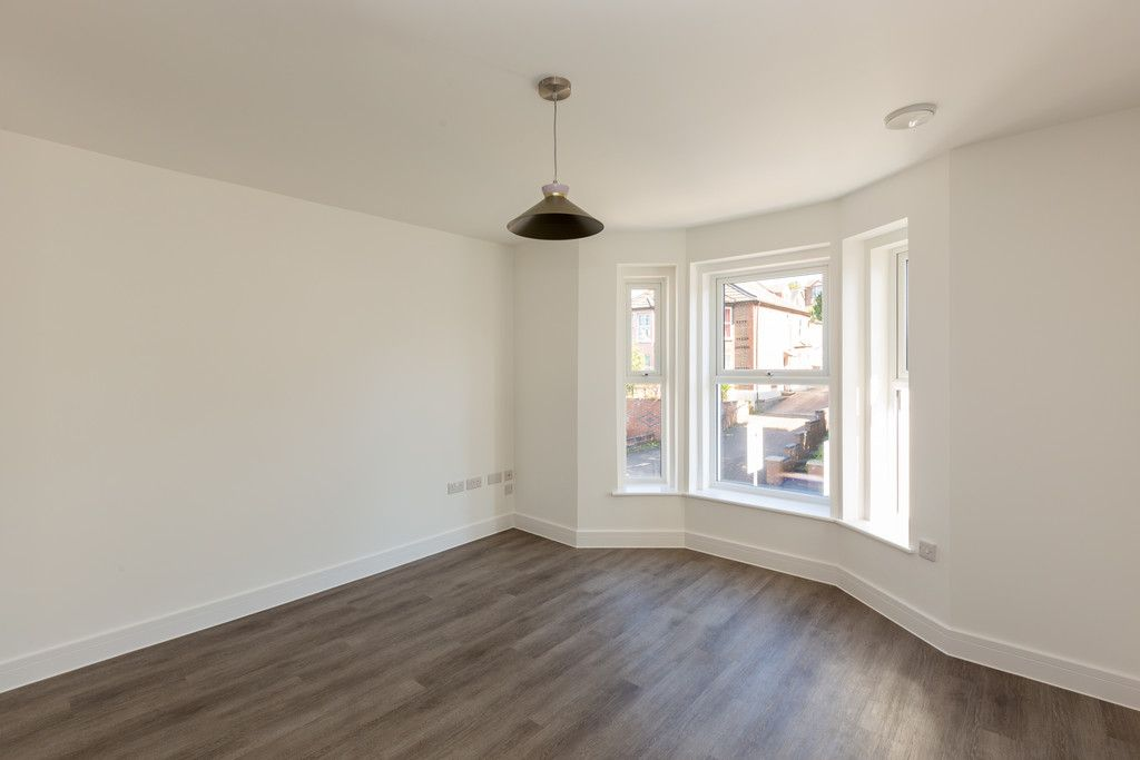 2 bed flat for sale in Hughenden Road, High Wycombe  - Property Image 3